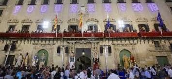 Alicante acuerda la suspensión de las Hogueras en el mes de junio