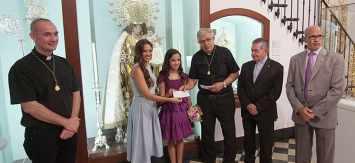 La fundación MAIDES recibe los donativos recogidos en los besamanos a la Virgen