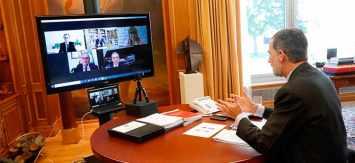 Felipe VI se reúne con el maestro mayor del Gremio de Artistas Falleros