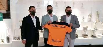 El Ayuntamiento y el Valencia CF suman esfuerzos para dar apoyo a los artistas falleros